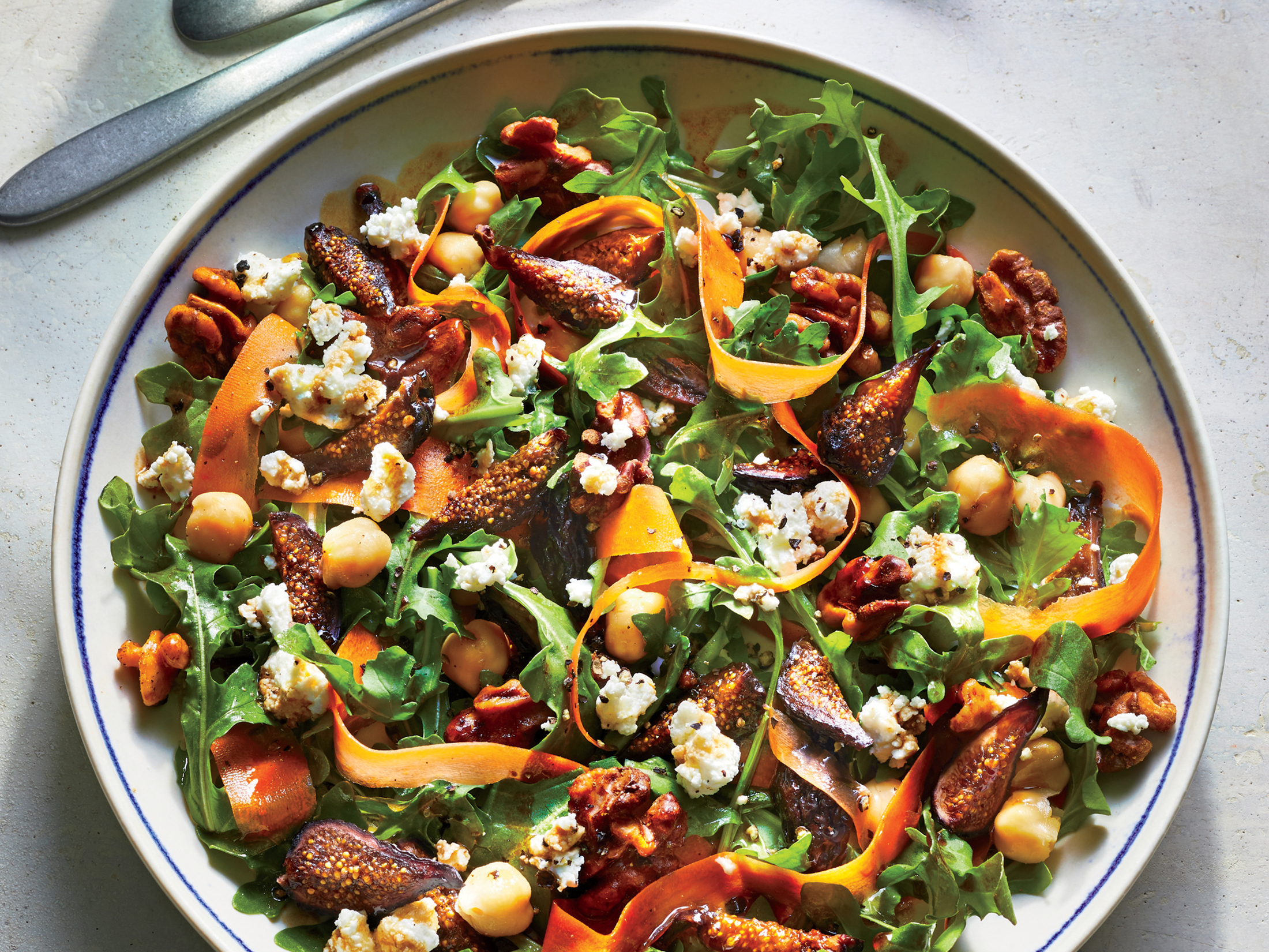 Fig and Arugula Salad With Walnuts and Goat Cheese