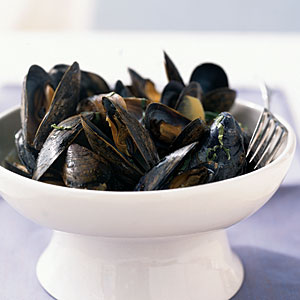 Healthy Mussels in Spicy Coconut Broth Recipe