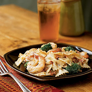 Shrimp, Broccoli, and Sun-Dried Tomatoes with Pasta