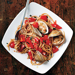 Pasta with Fresh Tomato Sauce and Clams