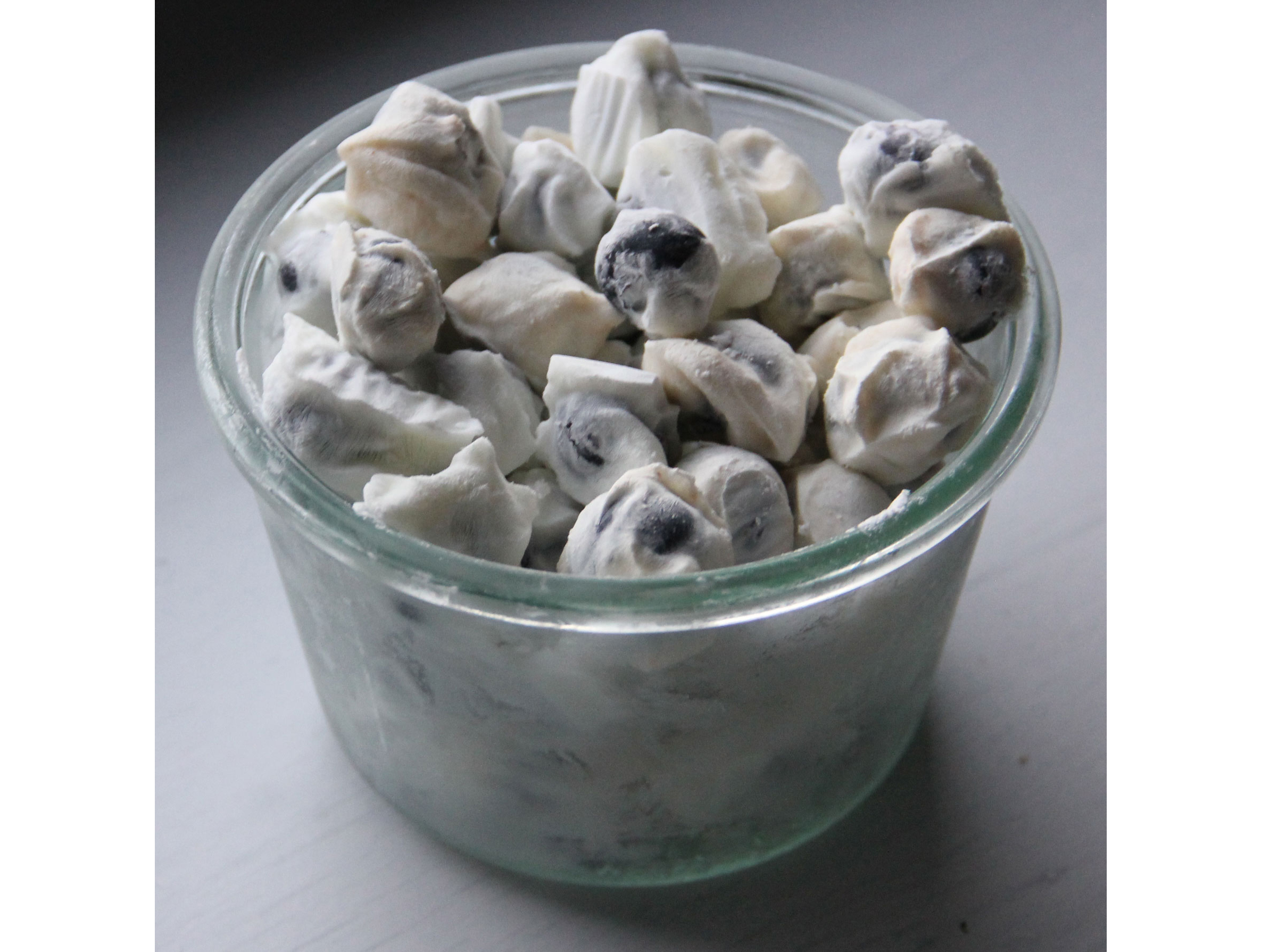 frozen yogurt blueberry bites image