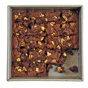 You use a standard stainless-steel knife to cut brownies
