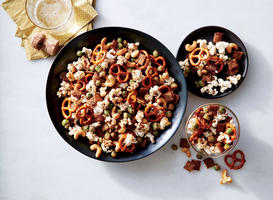 Sesame-Soy Nut and Pretzel Mix