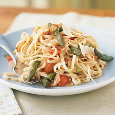 Linguine with Asparagus, Parmesan, and Bacon
