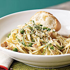 Linguine with Garlicky Clams and Peas