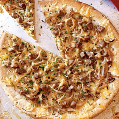 Healthy Chicken Sausage, Sweet Onion, and Fennel Pizza Recipe