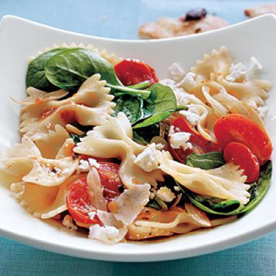 Vegetarian Dinner Recipes: Farfalle with Tomatoes, Onions, and Spinach