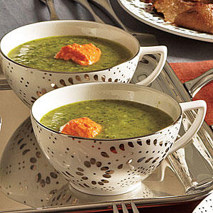 Healthy Fennel and Spinach Soup with Roasted Pepper Yogurt Recipe