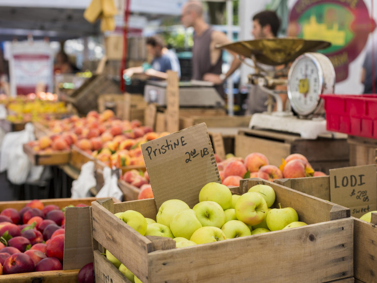 How to Get the Most Bang for Your Buck at the Farmers' Market