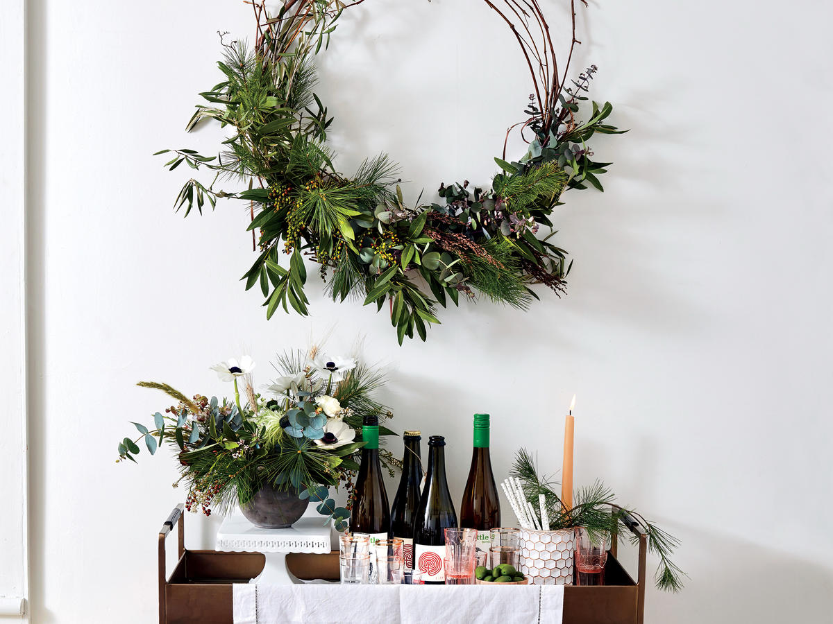 1711 Holiday Wreath Bar Cart