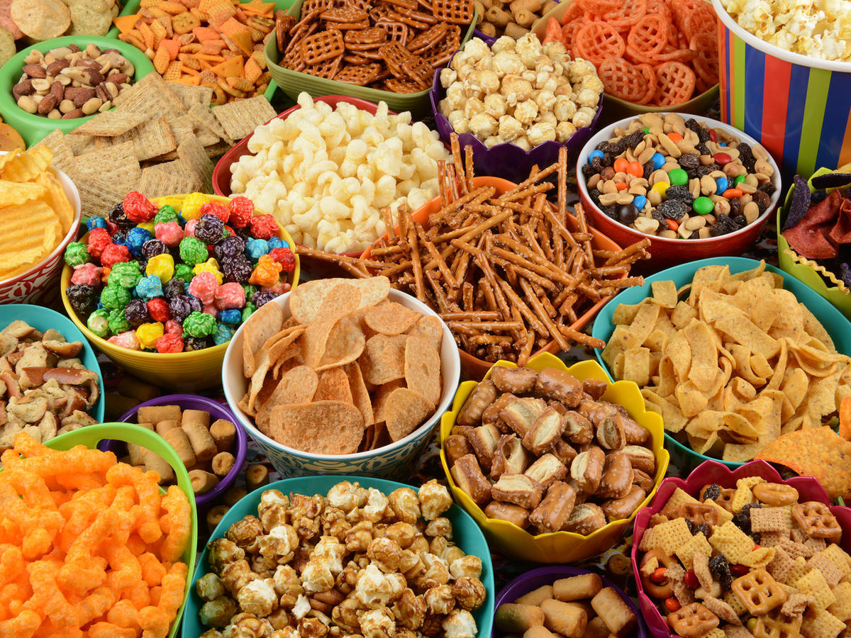 "6 ""Healthy"" Snacks a Nutritionist Will Immediately Cut From Your Diet"