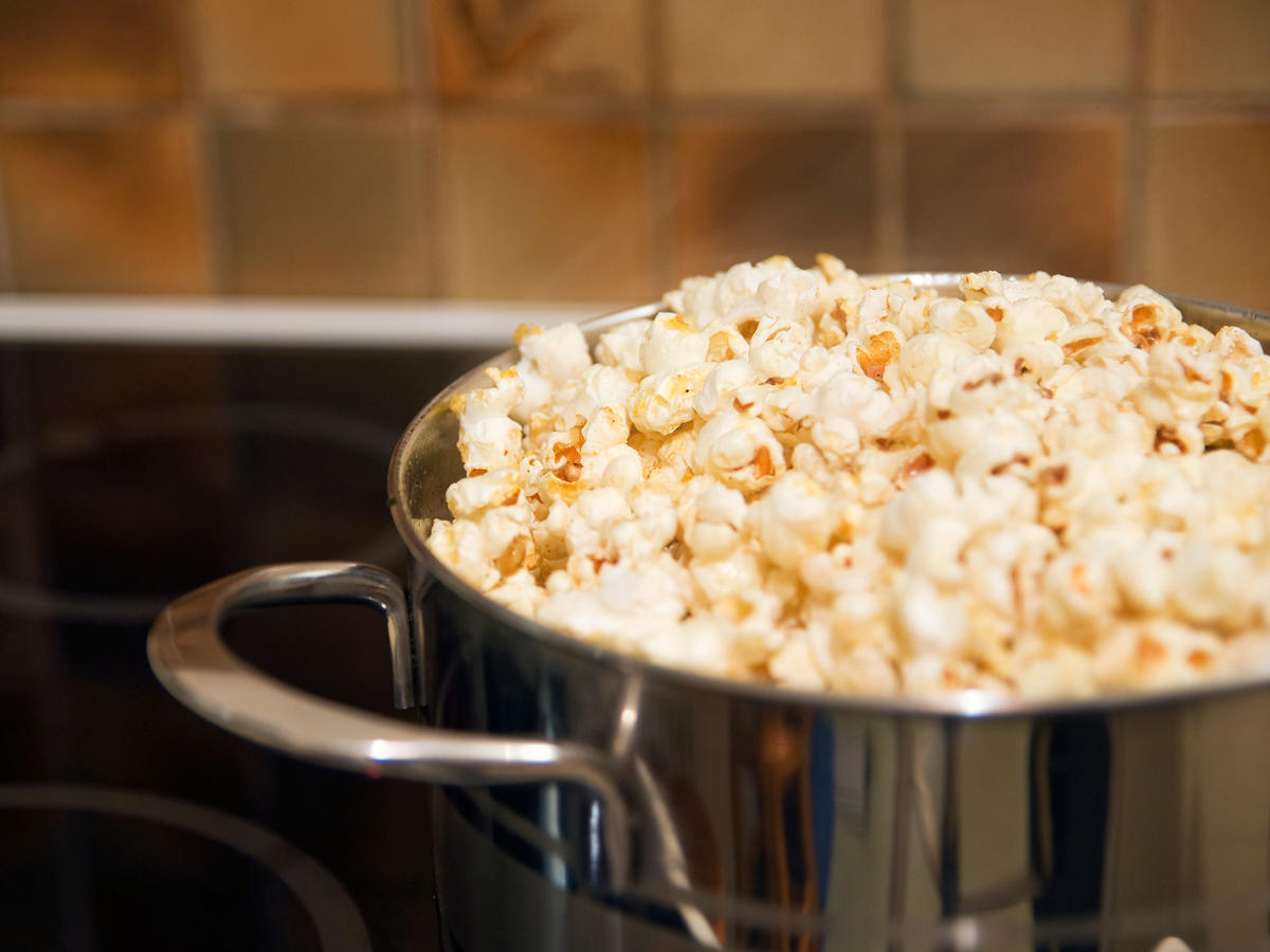 How to Make Stovetop Popcorn With Water Instead of Oil
