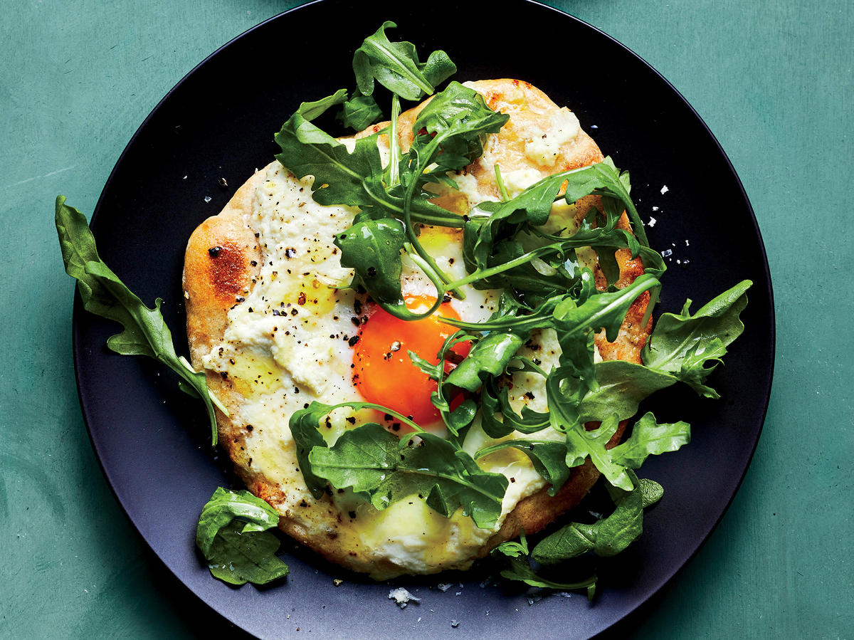 Combine Pizza and Salad Into One Genius Breakfast Dish