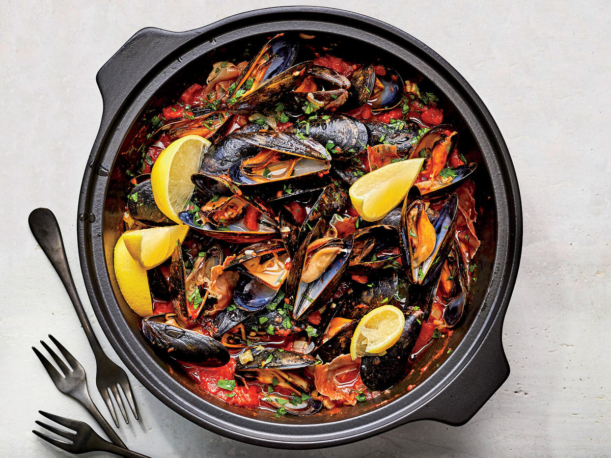 15-Minute Mussels in Spicy Tomato Sauce Recipe - Cooking Light