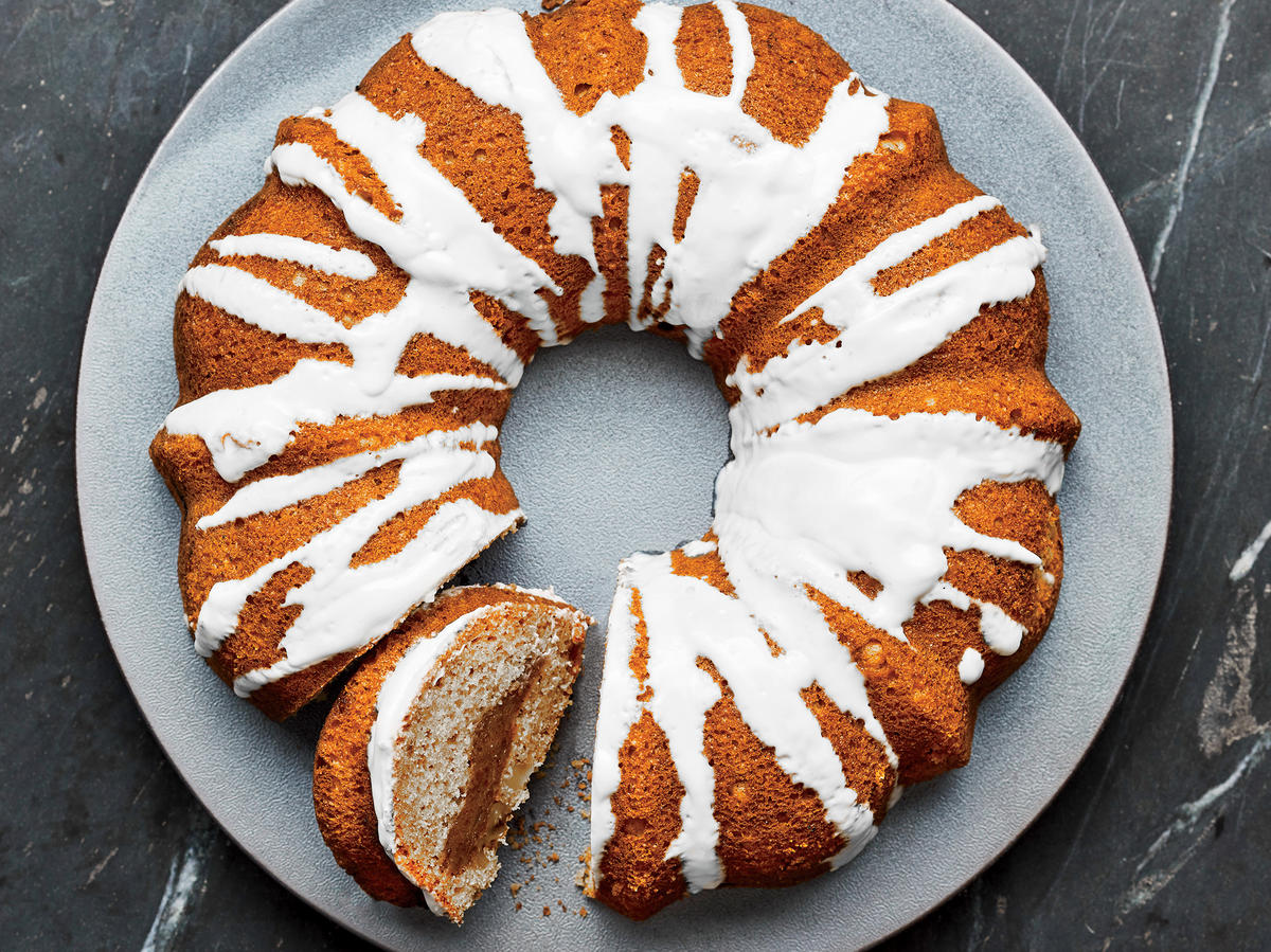 This Bakery-Quality Orange-Walnut Coffee Cake Has Just 333 Calories
