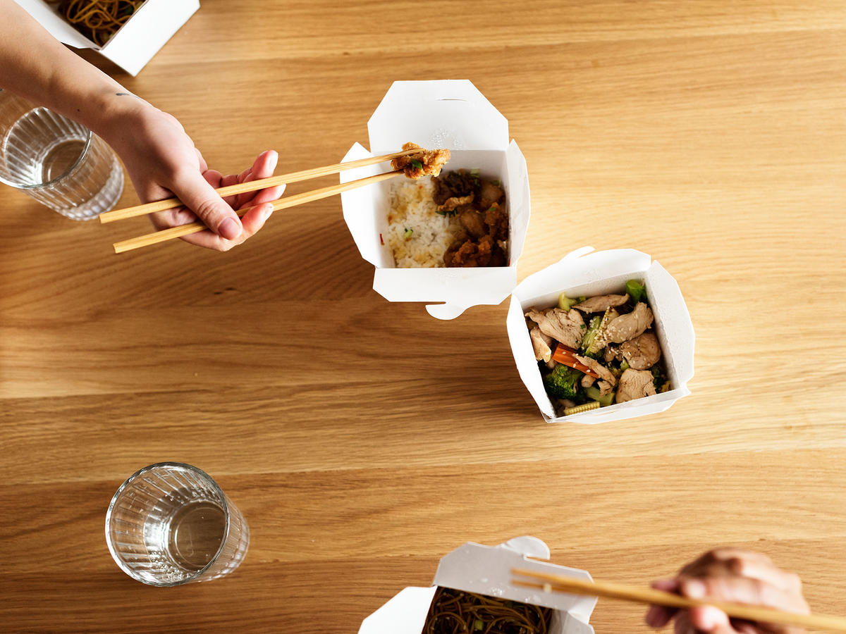 6 Secrets of People Who Never Order Takeout