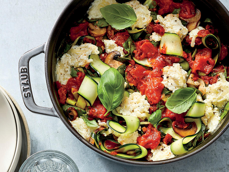 This Zucchini-Mushroom Caprese Bowl Has Just 276 Calories Per Serving