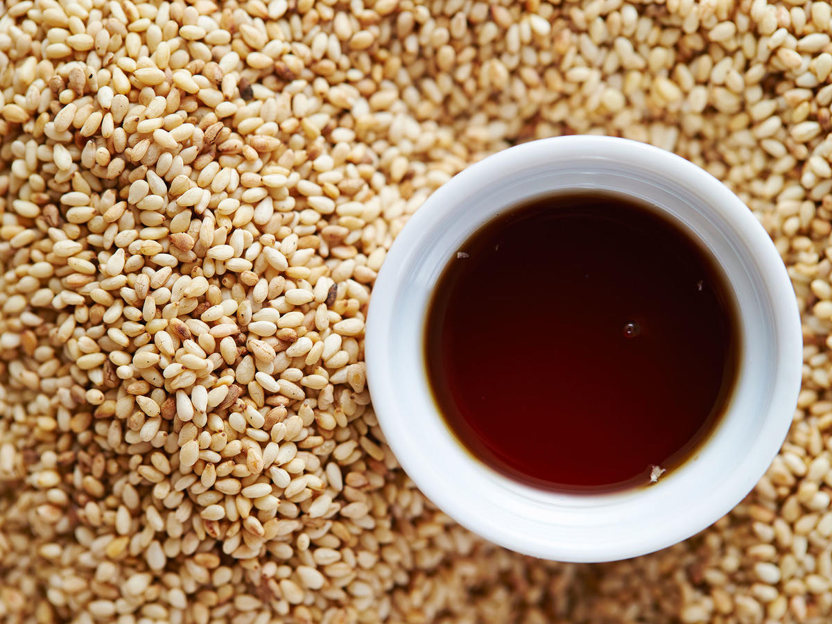 6 Ways to Make the Most of Toasted Sesame Oil
