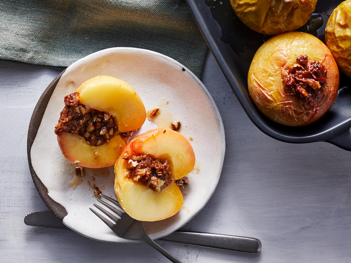 5-Ingredient Pecan Pie Baked Apples