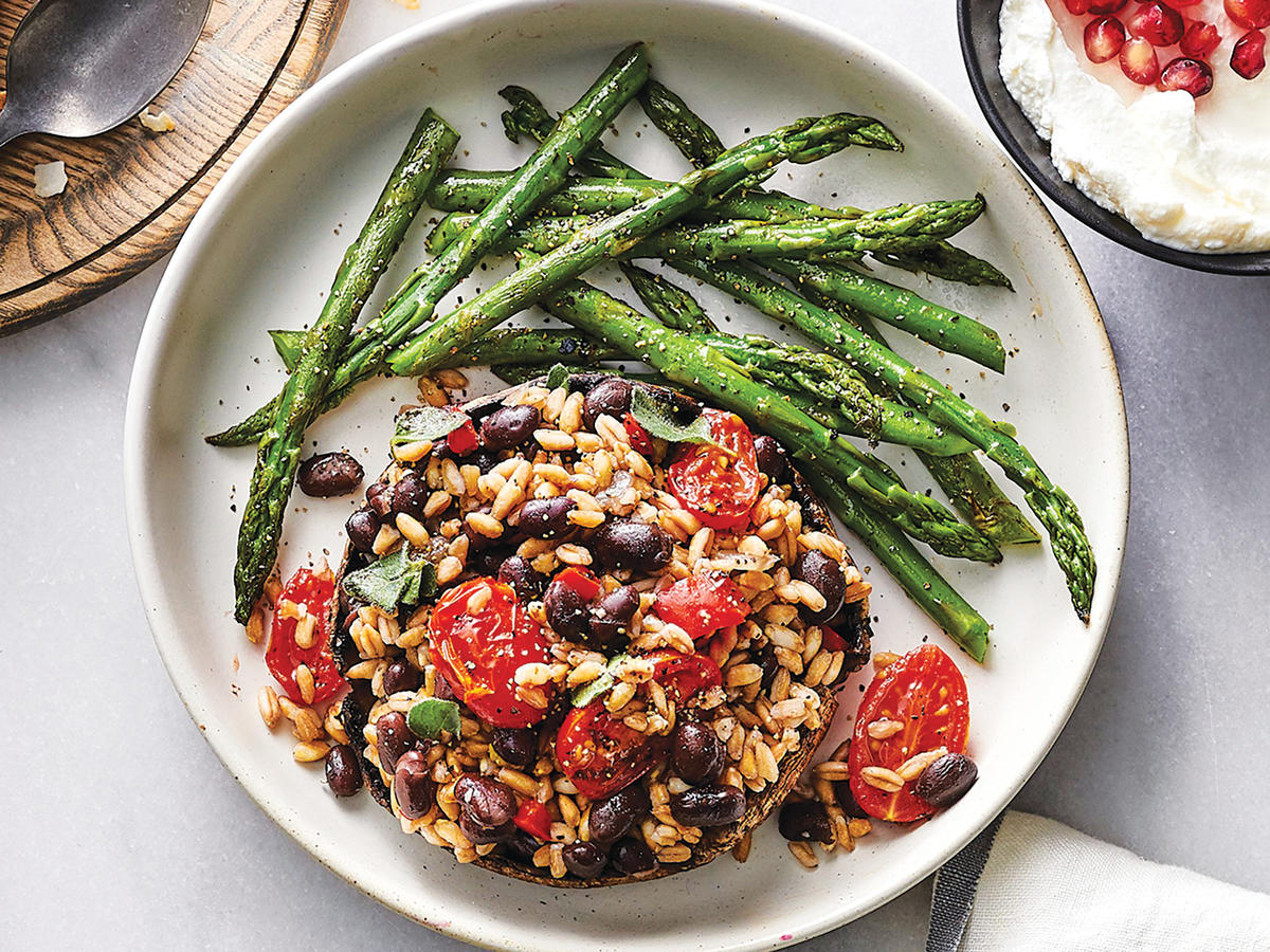 Day 3 Lunch: Tomato and Black Bean-Stuffed Portobello Mushroom Cap With Asparagus