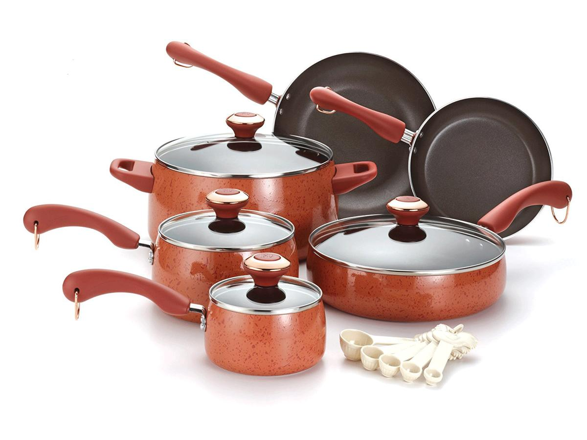 1812w In Honor of Pantone's 2019 Color of the Year, Here Are 6 Coral-Colored Kitchen Items Pans