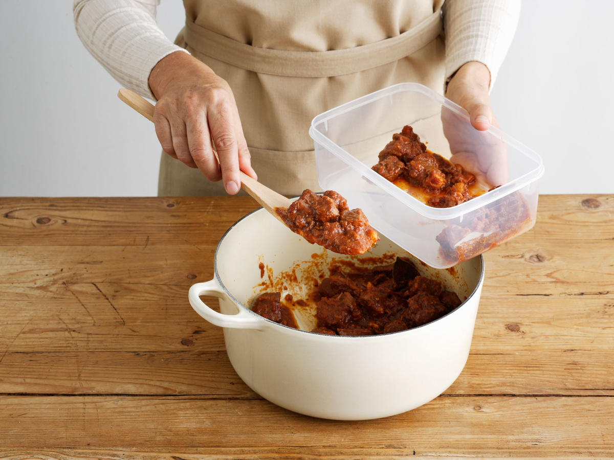 Should You Worry About the Condensation on Your Tupperware Container Lids?