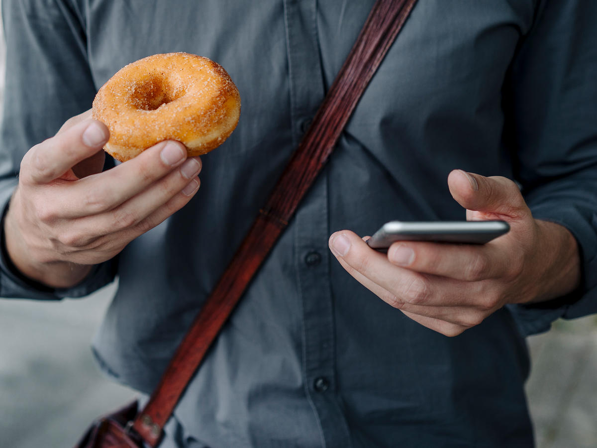 Trying to Lose Weight? Putting Down Your Phone May Help