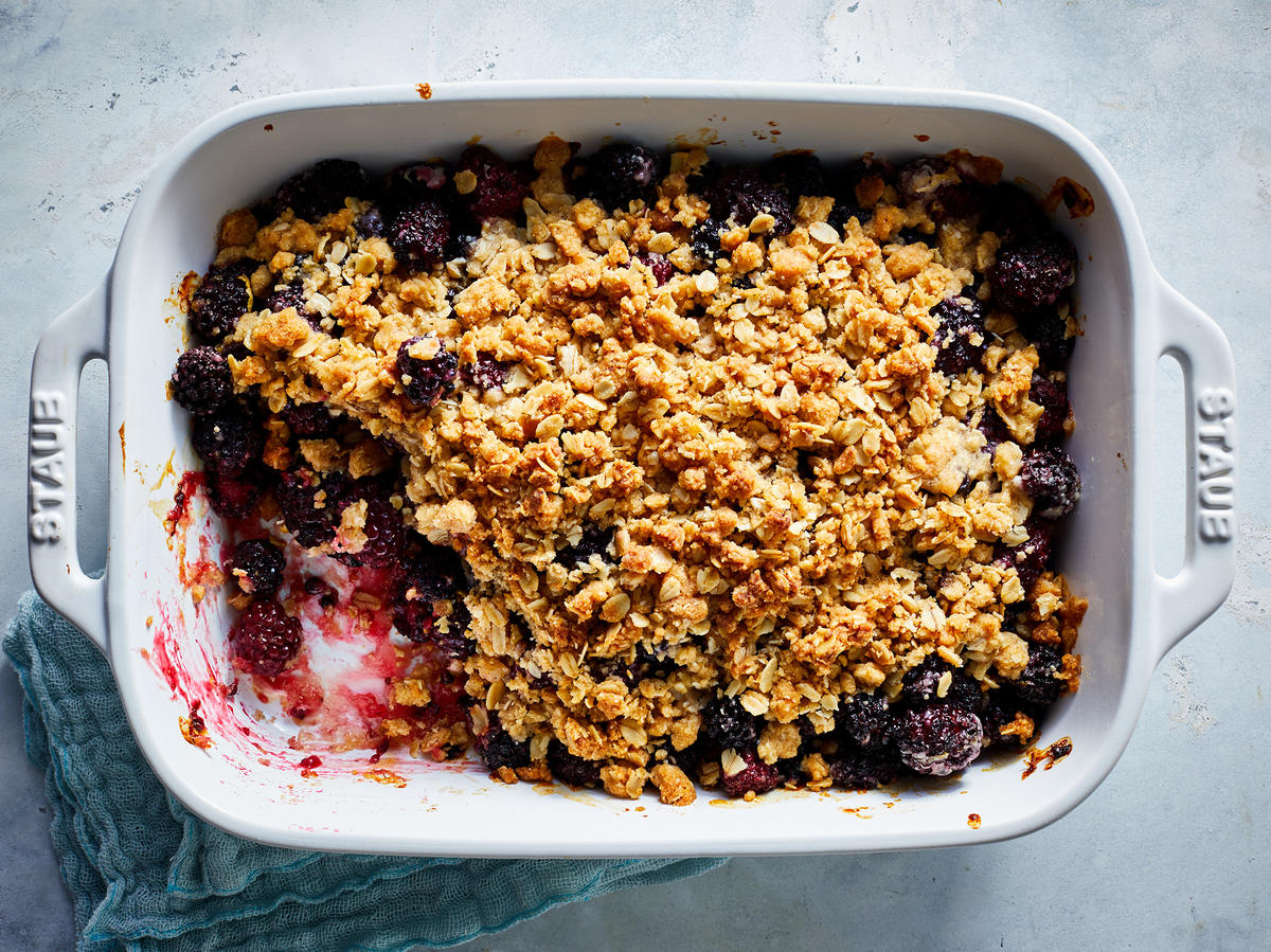Blackberry Crisp With Crunchy Oat Topping