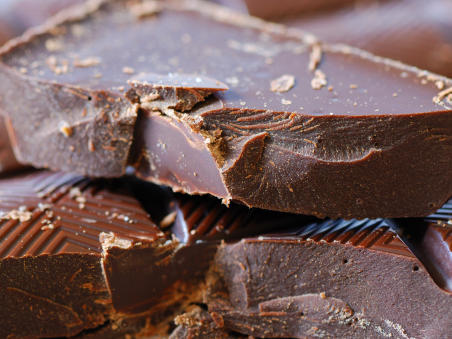 dark-chocolate-best-foods-for-flat-abs