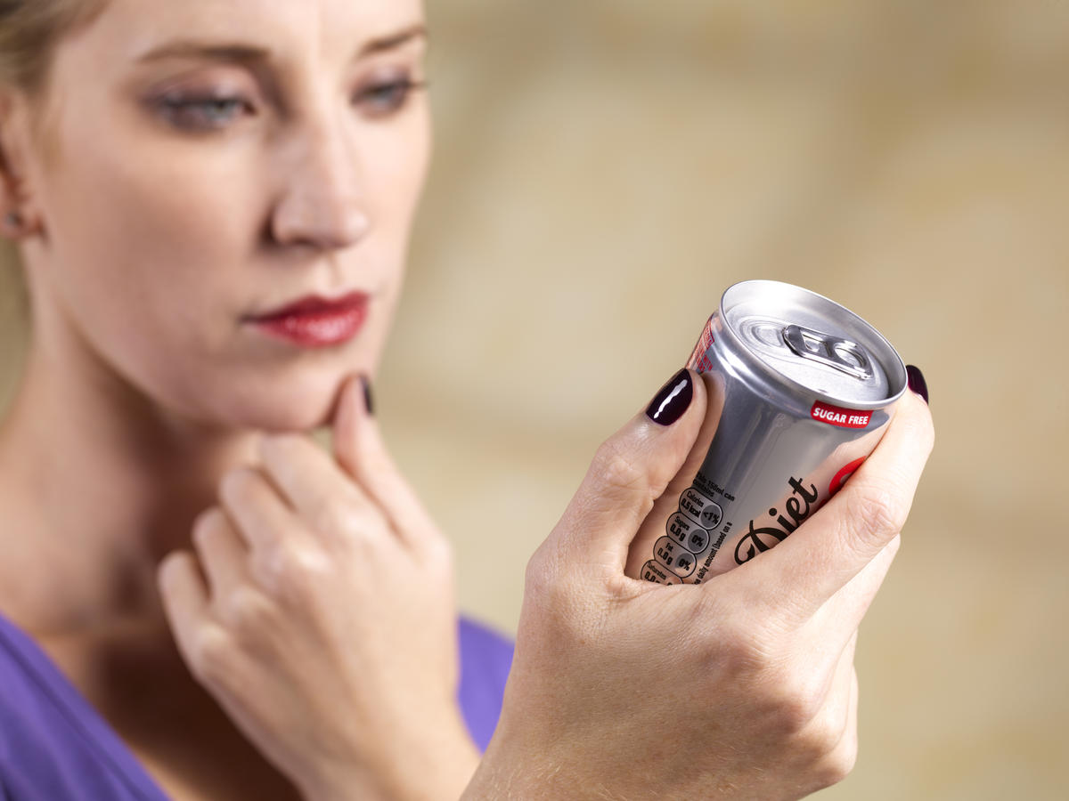 diet-soda-24-things-you-should-never-eat-out