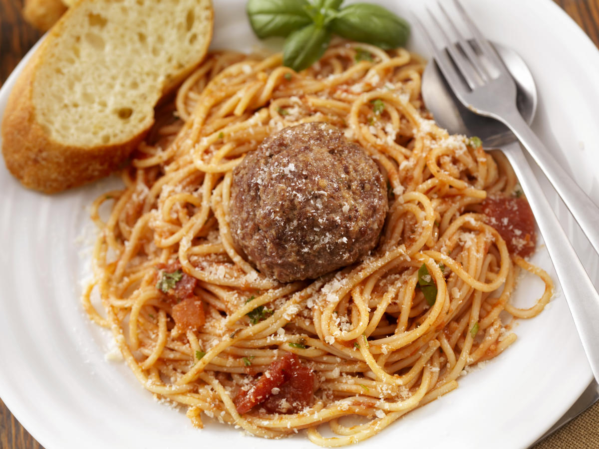 pasta-24-things-you-should-never-eat-out
