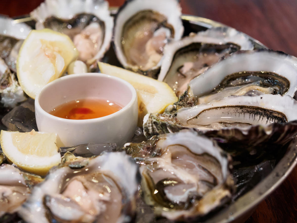 raw-oysters-24-things-you-should-never-eat-out