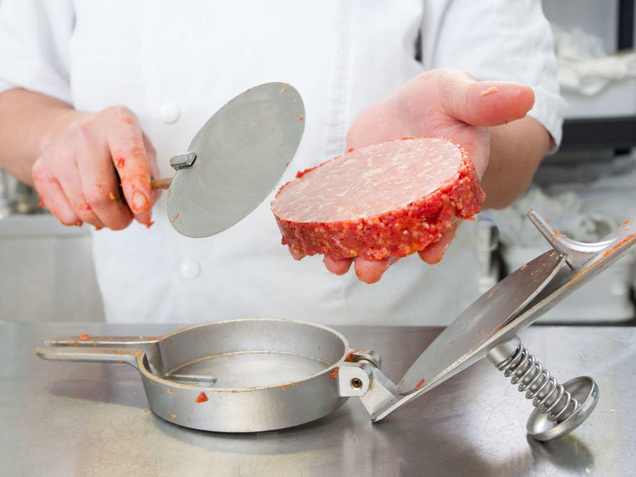More Than 132,000 Pounds of Ground Beef Recalled After 1 Death and 17 Illnesses
