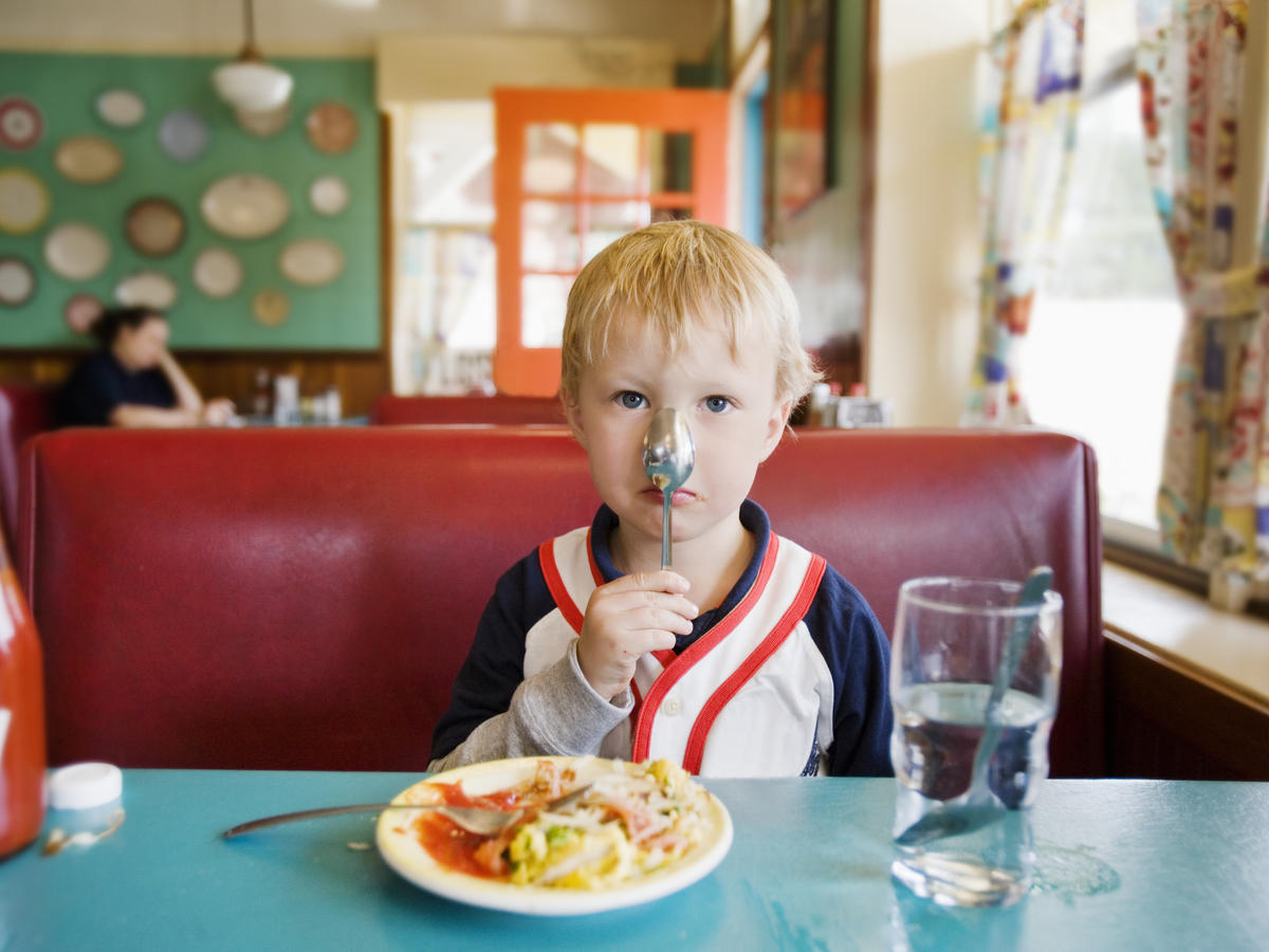 How to Get Your Kids to Eat Healthier in a Restaurant