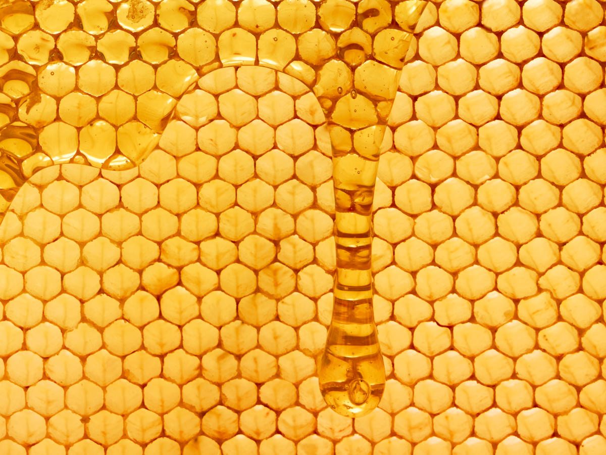 What's All the Buzz About Raw Honey?