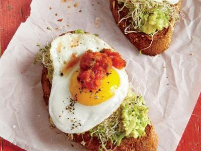 1509p43-fried-egg-avocado-toasts.jpg