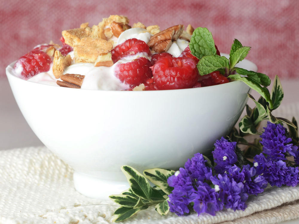 1602-greek-yogurt-raspberry-fool-cookie-drumble.jpg