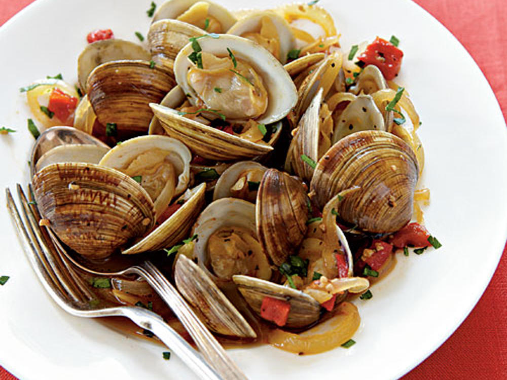 spanish style clams with red peppers and sherry recipe