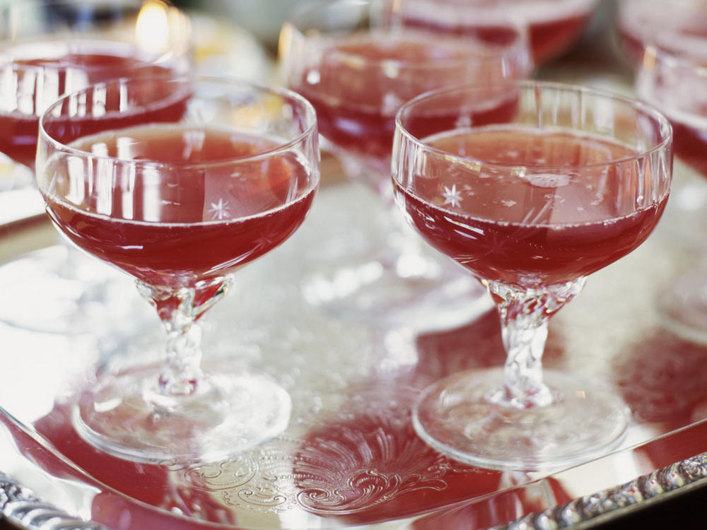 Mix seltzer water with cranberry, or pomegranate juice to create a bubbly, fruit spritzer. To keep calories low, make sure you choose a 100 percent juice variety and try to stick with using just ¼ to ½ cup of juice. Count each ½ cup of juice used in place of a fruit serving in your daily meal plan to keep calories from adding up.