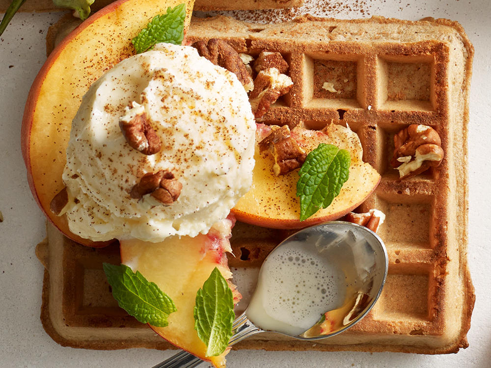 The freezer aisle of your grocery store is stocked with a hearty selection of whole-grain toaster waffles that have less than 100 calories per serving. That's a low-calorie, grain-rich base for tasty combos that go way beyond butter and syrup.