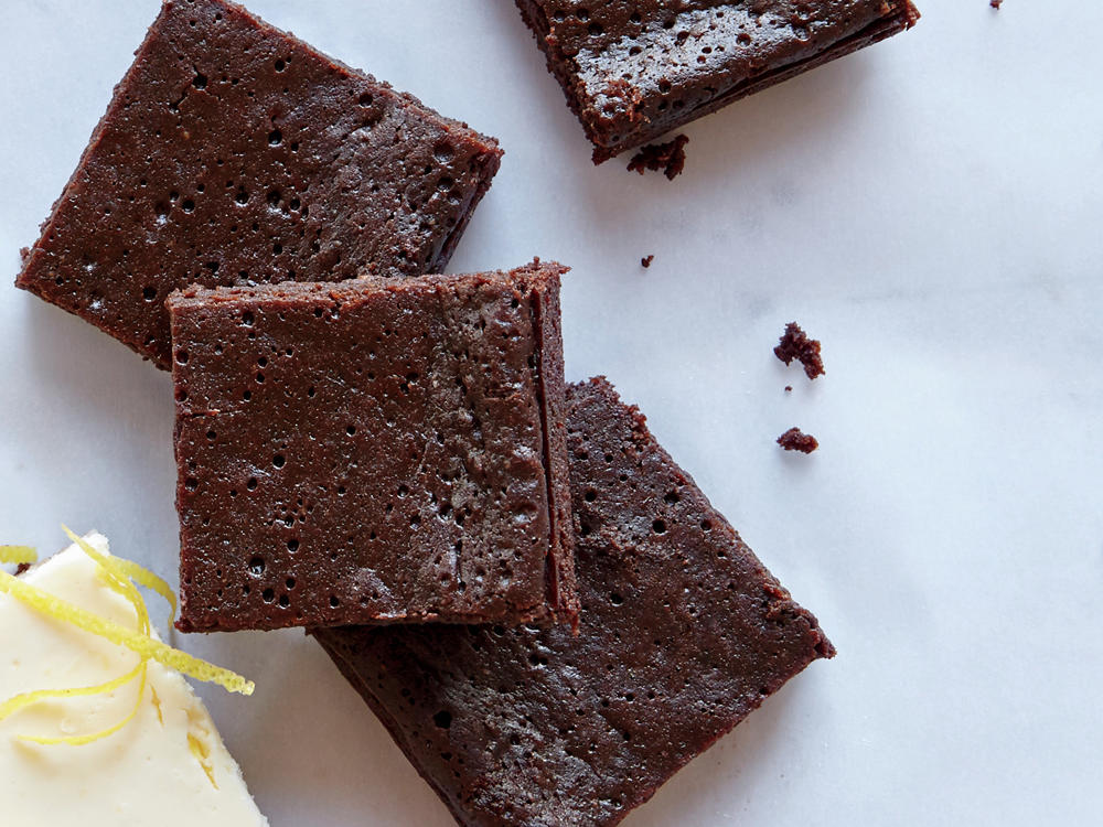 The typical brownie has nearly 20g sugar—masking the flavor of the chocolate in an overwhelming wave of sweetness. Here we cut sugar in half for a richer, denser brownie that truly satisfies.