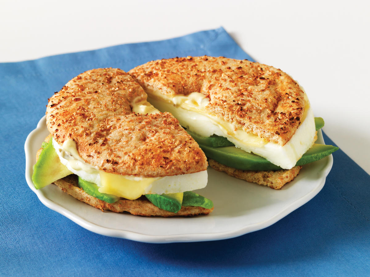 We love the appropriately sized bagel and bright lemon aioli sauce on this Au Bon Pain breakfast bagel.