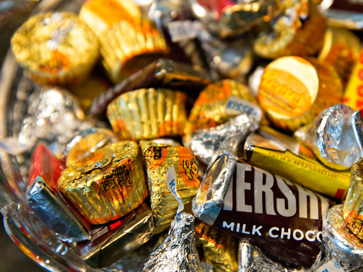 I'm a Dietitian, and I Let My Kids Eat All Their Halloween Candy in One Sitting—Here's Why
