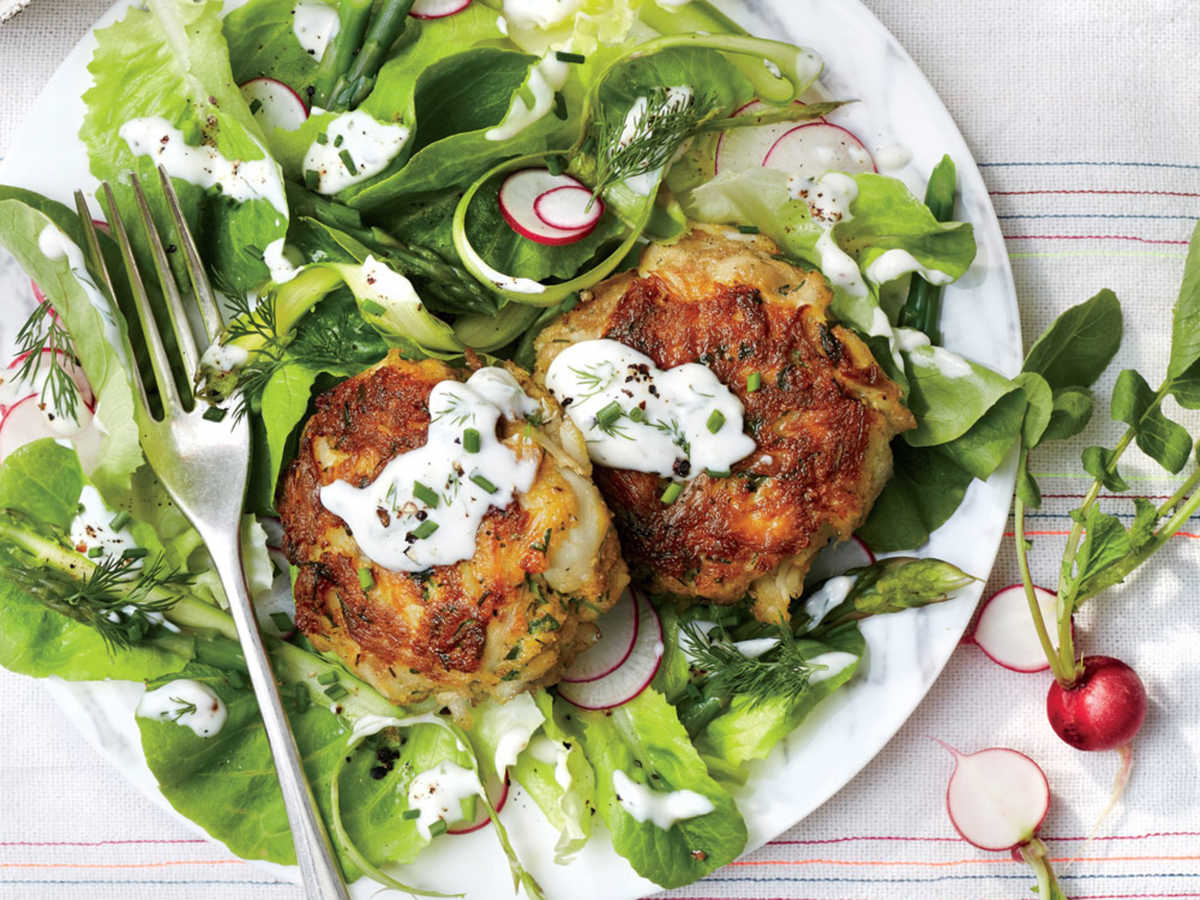 Maryland: Simple Flaky Crab Cakes