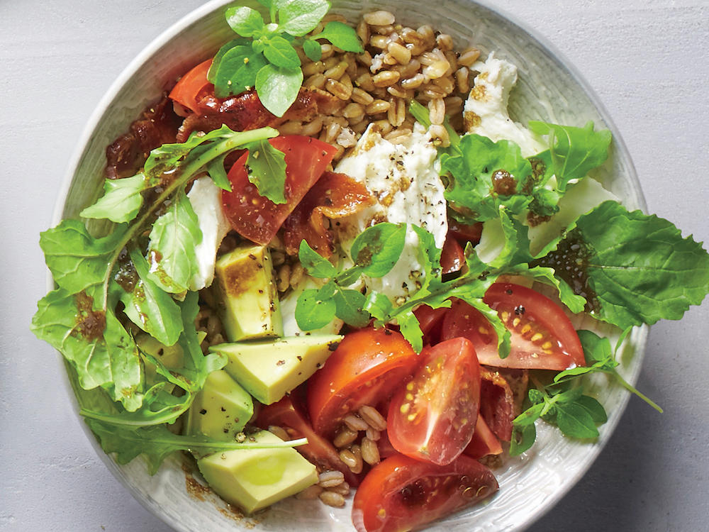 What's more refreshing than cubed avocado, mozzarella, and slicedtomatoes? Absolutely nothing! Here, the classic Italian appetizer turns into ariff on the Korean rice dish bibimbap, witha whole-grain upgrade no one will complain about.