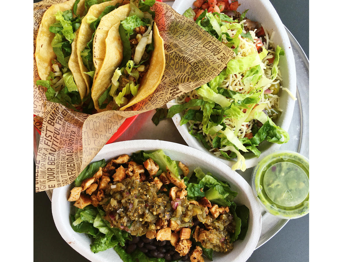 chipotle meals under 500 calories