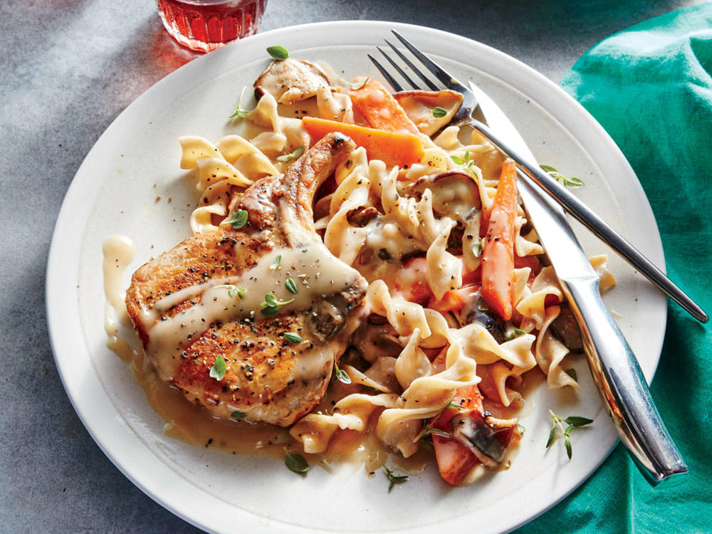 Slow Cooker Pork Chops with Mushrooms and Carrots