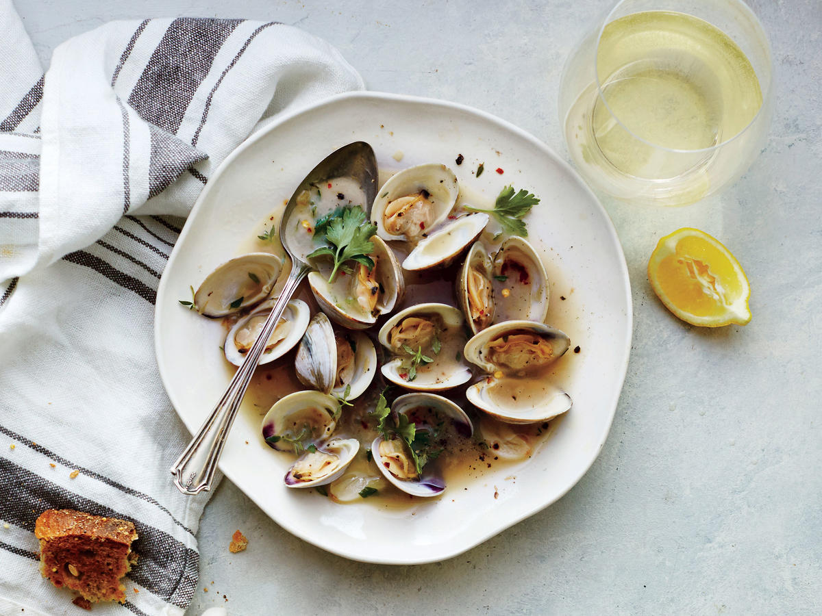 Garlicky Steamed Clams