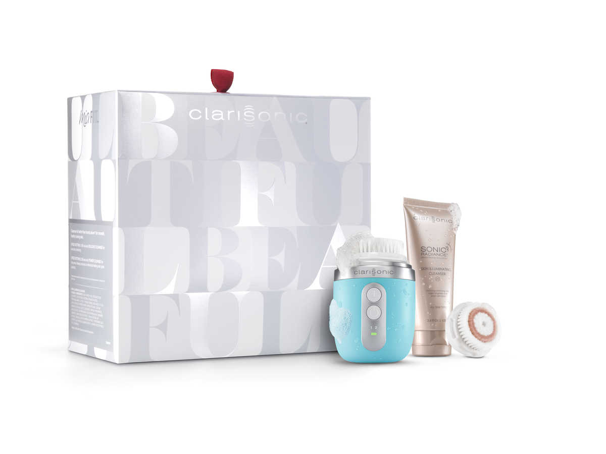 Give the gift of beautiful skin with Clarisonic's patented sonic technology. What makes this holiday set special is the combination of the Mia Fit and the Sonic Radiance brightening solution. The Mia will remove skin impurities as the cleanser illuminates skin. Not only is this the perfect gift under the tree, the size of the Mia with the face cleanser is compact and travel-friendly—and can be used in the shower. This is a luxurious gift that will ultimately will transform any skin type.