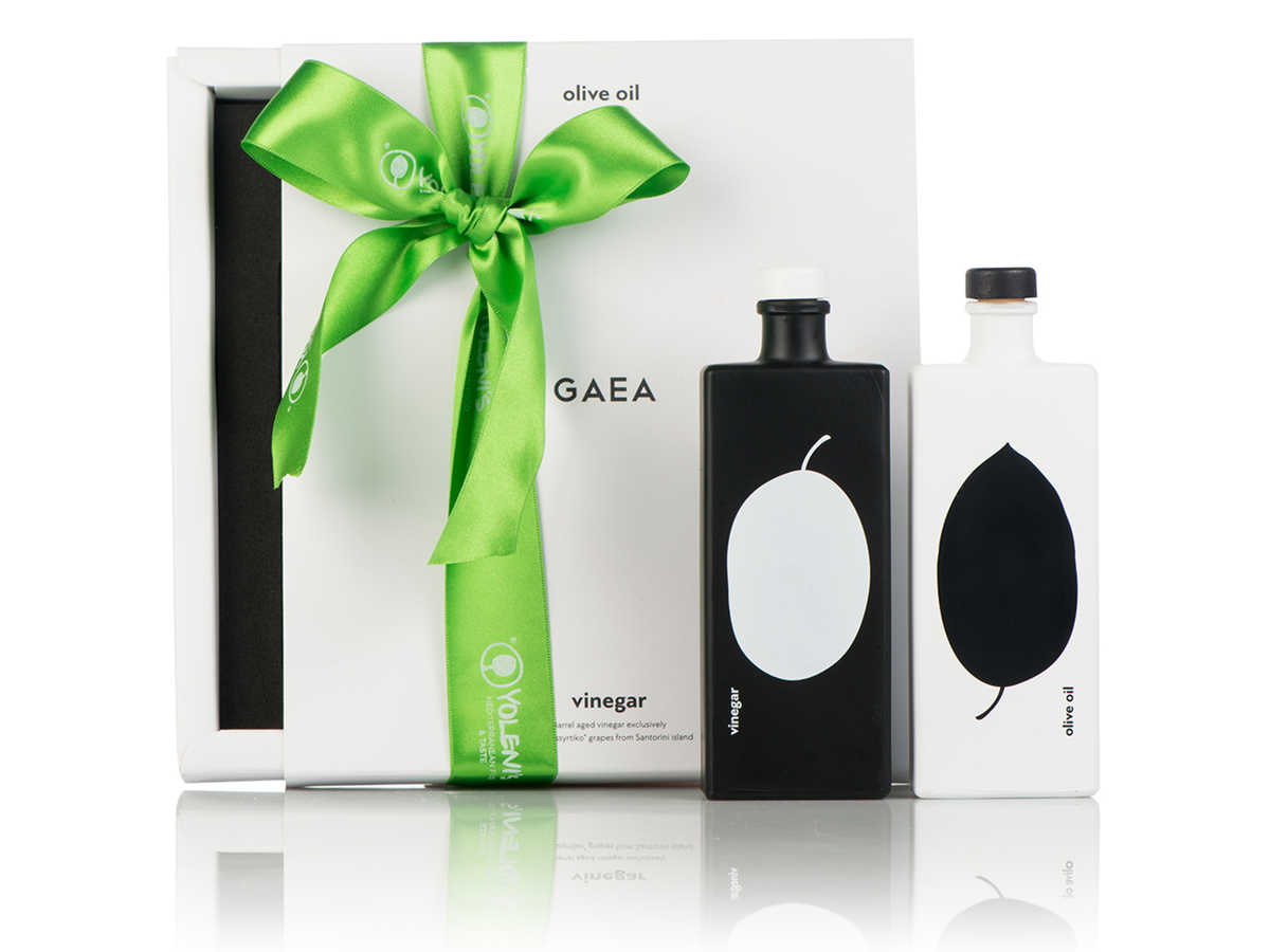 Gaea Black and White Olive Oil and Vinegar Set